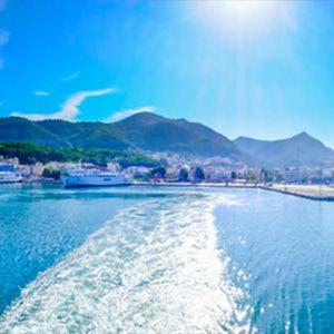 traghetto in navigazione verso le coste greche