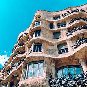 facciata di un palazzo tipico di barcellona