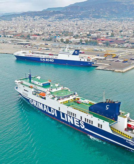 due traghetti grimaldi in porto